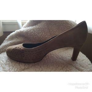 Vaneli suede nuede heels size 8